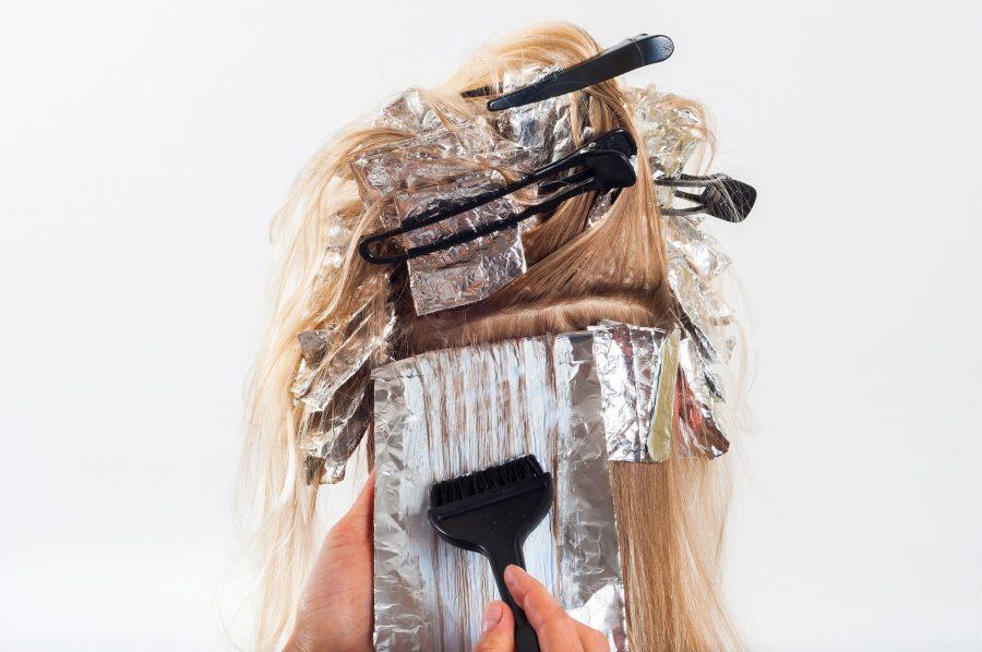 Czy farbowanie włosów może powodować łysienie?